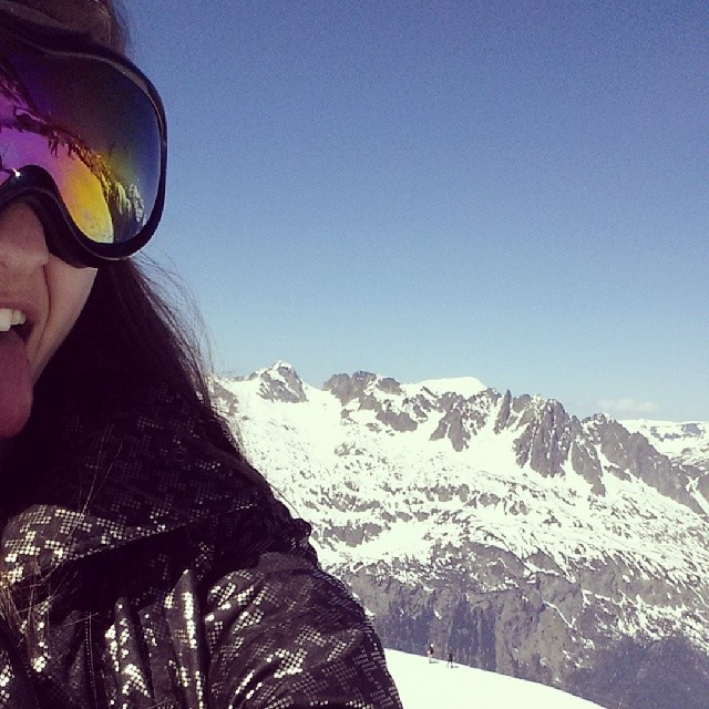Elisha Applebaum posts her travel picture on Instagram