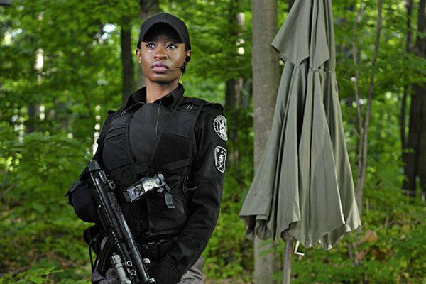 Oluniké Adeliyi as Leah Kerns in Flashpoint