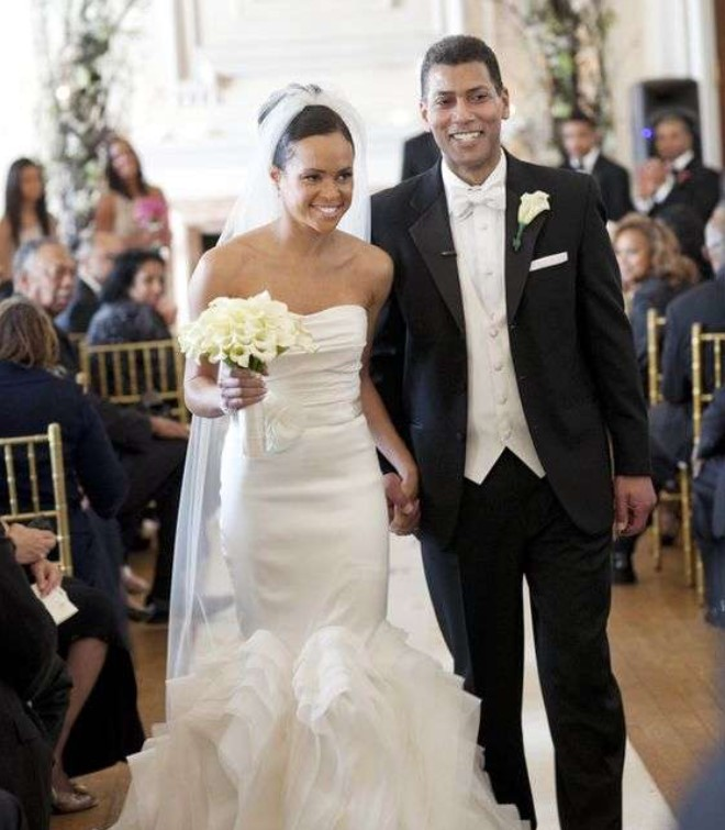 Linsey Davis and her husband Paul Roberts during their wedding